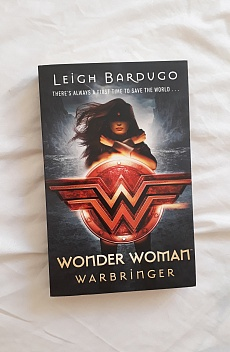 Книга Wonder Woman: Warbringer