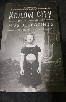 Книга Hollow City